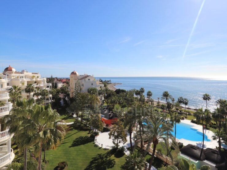 Fantastic luxury apartment on the seafront with beautiful sea views