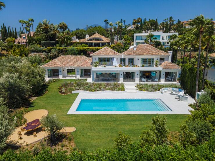REAL ESTATE – MARBELLA – Property of the month September 2021 – Modern Luxury villa in a privileged location in Las Brisas Golf, Nueva Andalucía, Marbella