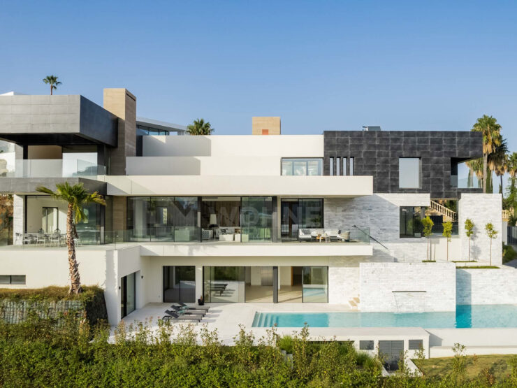 New modern villa with views of the golf course and the sea