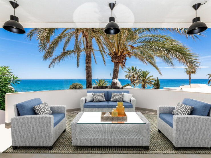 Stylish beachside house with sea views in Marbella