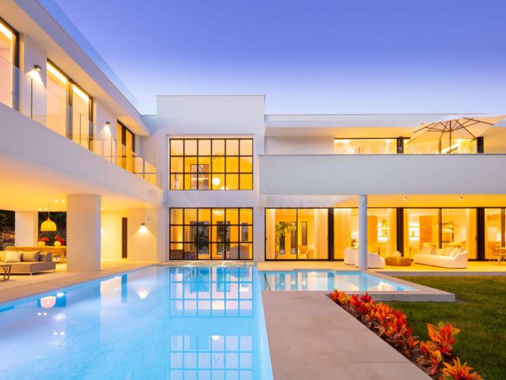 Impressive contemporary villa in the heart of the golf valley